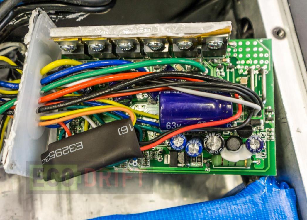 Vnutri-deki-electrosamokata-EcoDrift-T10DDM-15.JPG