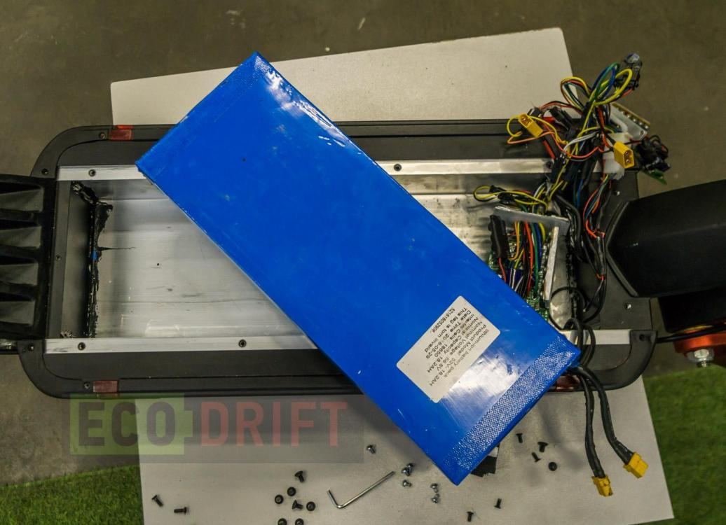 Vnutri-deki-electrosamokata-EcoDrift-T10DDM-19.JPG