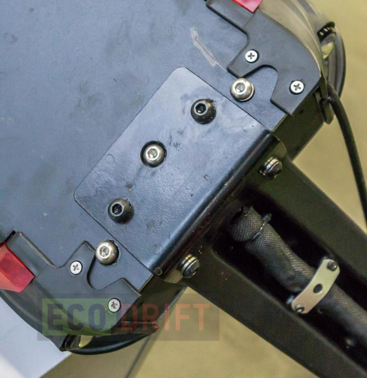 Vnutri-deki-electrosamokata-EcoDrift-T10DDM-25.JPG