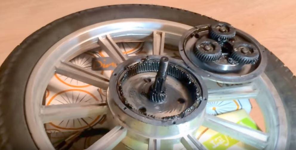 gr16-engrenage.JPG.9ed2dee014de10586b959ef4efe23090.JPG