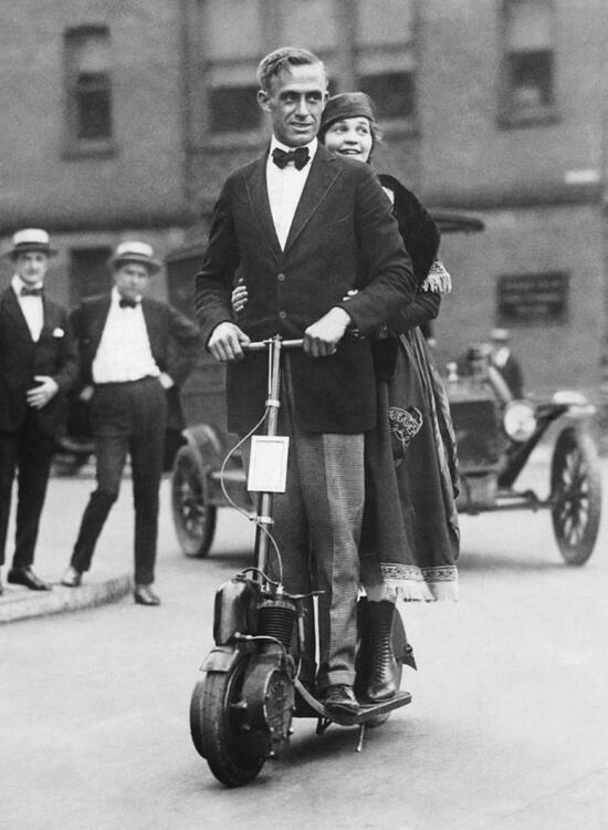 couple-riding-an-autoped-underwood-archives.thumb.jpg.f4c21e3a80e1d7dbec078447be753cec.jpg