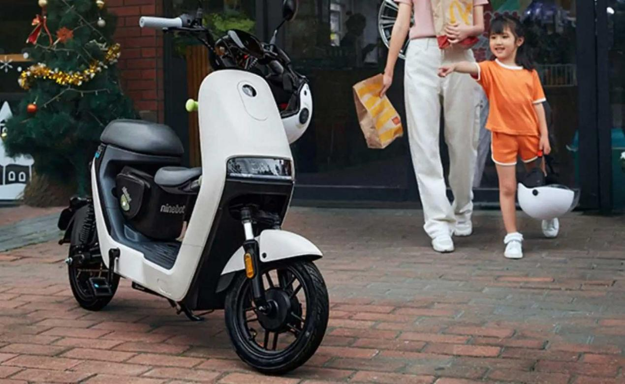 ninebot-a30c-electric-scooter_290321.jpg